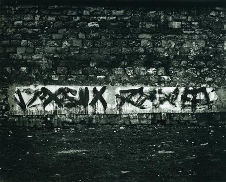 Brassaï, Graffiti de la série II, Le langue du mur, 1940, silver gelatin print (c. 1950), 40.2 x 49.6 cm © Estate Brassaï Succession.